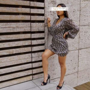Escort Model Lia ziert die Kamera
